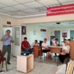 Камчибек Аалиев проводит семинар для банковских работников в Таласе